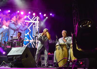 La música de la Única e Internacional Sonora Santanera alborotó a Lerdo.