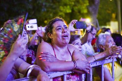 La mayoría de los asistentes se encontraban muy emocionados ante la presencia de la Sonora Santanera.