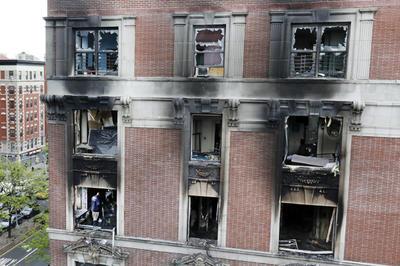 El fuego afectó a todo el apartamento, situado en la quinta planta de un edificio de viviendas de propiedad pública.
