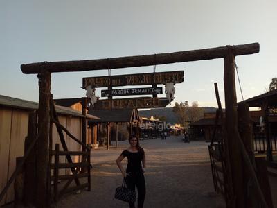 Aída en el paseo del Viejo Oeste.
