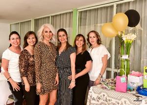 09052019 ENTRE AMIGAS.  Claudia Ramírez Pons con algunas de sus invitadas a su festejo de cumpleaños.
