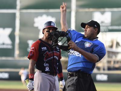 Por los Algodoneros no pudo abrir el juego Frankie de la Cruz, debido a que el estelar lanzador dominicano se resintió de una lesión en la ingle izquierda, por lo que tomó la oportunidad su paisano, Pedro Fernández, quien no admitió daño durante el primer tercio del encuentro.