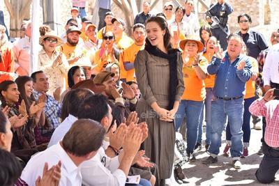 En la película Poderoso Victoria, Red Albert es el productor, Fabiola Velázquez es productora ejecutiva; Raúl Ramón es el director y guionista; Jaime Jasso es el supervisor de efectos especiales y Carlos Salom está a cargo del Diseño de Producción.