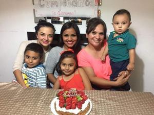 10052019 FELICIDADES.  Diana con Andrea, Karen, Camila, Paco y Santiago.