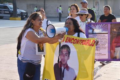 Llevaron a cabo un pase de lista simbólico con los nombres de sus hijas e hijos desaparecidos.