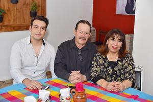 Luis Ortega Rodríguez, Luis Ortega Thompson  y Patricia de Ortega