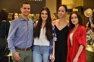 Óscar, Siham, Mariana y María Sofía
