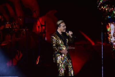 El cantante emocionó a sus fans cuando bailaba algunos de sus temas. En cada interpretación le ponía mucho sentimiento.