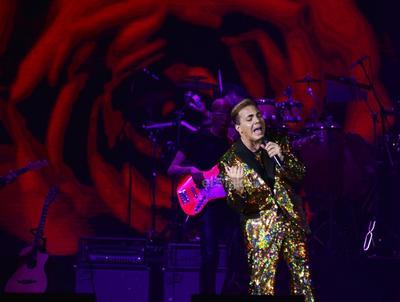 Cristian Castro regresó a Torreón con su gira Mi tributo a Juan Gabriel, donde no pudieron faltar sus grandes éxitos como Es mejor así y y Lloran las rosas.