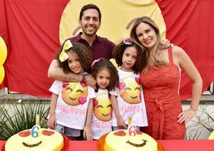 Salomón y Tatiana con sus hijas, Fabianna, Luanna y Valentina