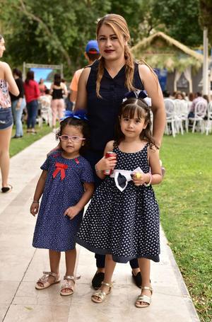 Iveth, Romina y Camila