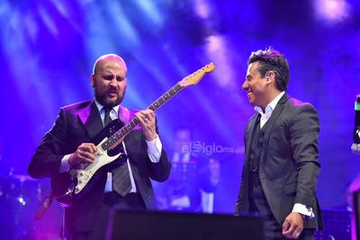 Los músicos capitalinos fueron los primeros en mostrar su talento ante la audiencia.