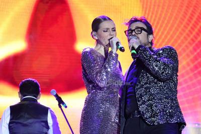Kika interpretó con Aleks la canción Duele.