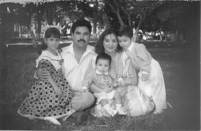 Familia Silveira García con sus hijos Laura, Raúl y Alejandro