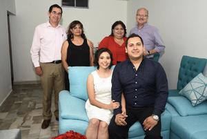 11052019 Andrés Alejandro y Ana en compañía de sus padres.