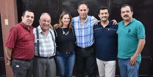 12052019 EN FAMILIA.  El señor Earl Amozurrutia Olvera acompañado de sus hijos, Rafa, Vicky, Paco, Ricky y Eddy Amozurrutia Carson.