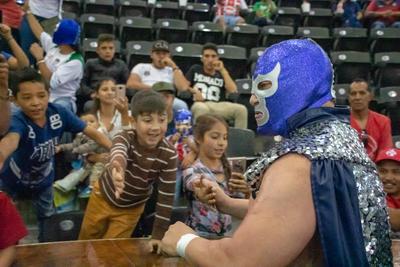 Niños expresaron su alegría por ver a Blue Demon Jr.