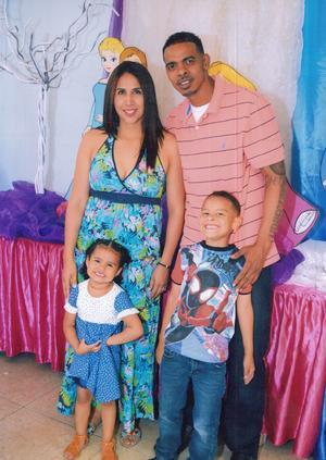 12052019 MUY CONTENTOS.  Andre Joseph Rangel, cumplió 6 años estuvieron en su fiesta sus primitos, Moisés, Ángela y Fernando Rangel.