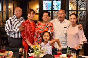 11052019 UN AñO MáS DE VIDA.  La señora Titi fue acompañada por su familia en la celebración ofrecida por su cumpleaños.