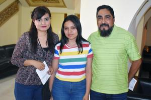 14052019 EN EL TEATRO.  Adriana, Karen y Manuel.