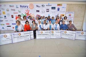 14052019 ENTREGA DE DONATIVOS.  Las damas del Club Rotario de Torreón, entregaron a instituciones de ayuda el dinero recaudado en su tradicional bingo.