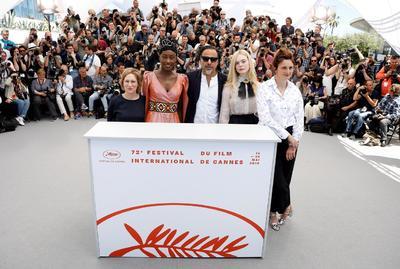 El año pasado, Cannes vio a 82 mujeres protestar por la desigualdad de género en la alfombra roja, sobre la famosa escalinata frente al Palacio del Festival. El director artístico Thierry Fremaux se comprometió a hacer el proceso de selección más transparente y presionar a las juntas directivas hacia la igualdad de género.