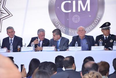 Además del alcalde, el evento estuvo encabezado por Leonel Cota Montaño, subsecretario de Planeación, Información, Protección Civil y coordinación de Seguridad y Protección Ciudadana del Gobierno federal y el gobernador de Coahuila, Miguel Ángel Riquelme.