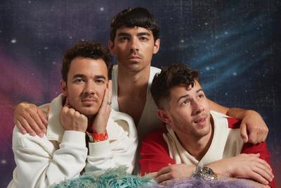 'Los Jonas' arman divertida sesión para hablar de su regreso