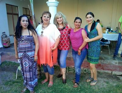 Mamás, festejando el Día de la Madre en conocido lugar de la Comarca Lagunera.