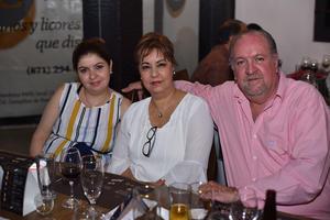 17052019 Gina, Gina y Eduardo.