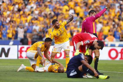 _MG_1402  MONTERREY, MEXICO - MAYO 18: Guido Pizarro del Tigres queda lesionado después de marcar la primera anotación de su equipo durante el juego de vuelta de la semifinal del Torneo Clausura 2019 de la Liga Bancomer MX en el estadio Universitario el 18 de Mayo de 2019 en Monterrey, Mexico (Foto: Alfredo Lopez/JAM MEDIA)