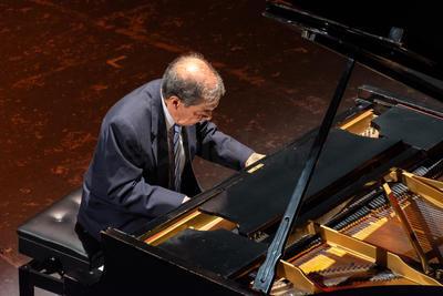 Héctor Rojas, sorprendió al público con la ejecución de diversas obras del icono compositor duranguense.