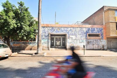 Esta zona ya solo es de paso para las personas, quienes circulan a pie, bicicleta o automóvil para llegar a otra parte del centro Histórico de Torreón, generando el abandono. (ERNESTO RAMÍREZ)
