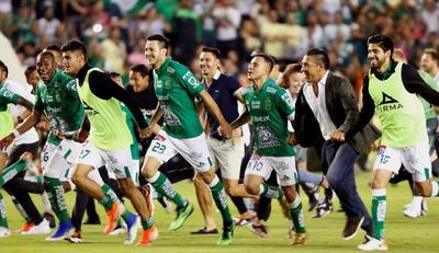 América volvió a generar peligro hasta los 78, cuando Mateus Uribe, a la altura del punto del penalti, sacó un disparo con potencia que se estrelló en un zaguero de León.