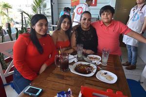 20052019 EN FAMILIA.  Chely con Aracely, Alejandra, Sergio e Ivonne.