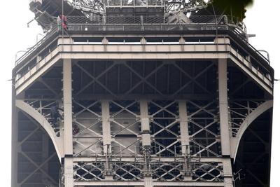 Un hombre fue visto escalando el emblemático monumento.