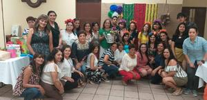 21052019 CELEBRA SU CUMPLEAñOS.  Yolanda Aguilera de Salazar con algunos de los invitados a su festejo.