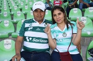 21052019 EN EL FUT.  Jimmy y Sandra.