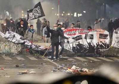Se registraron enfrentamientos entre la policía y grupos opositores al presidente de Indonesia.