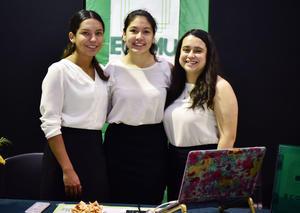 22052019 EVENTO ESCOLAR.  Rocío, Fernanda y Mariana.