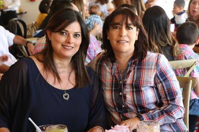 Suri y Constanza celebran Comunión