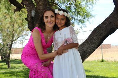 Vanessa Zaldívar junto a su hija Constanza.
