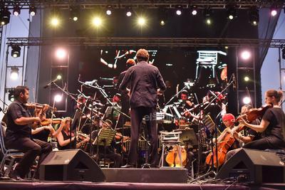 Se inauguró formalmente el festival cultural La calle es de todos.