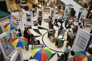 23052019 Los presentes admiraron la exposición.