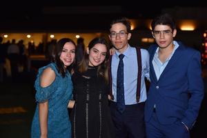 Natalia, Fernanda, Joaquín e Iker
