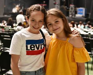 Regina Pedroza y Camila García Colores