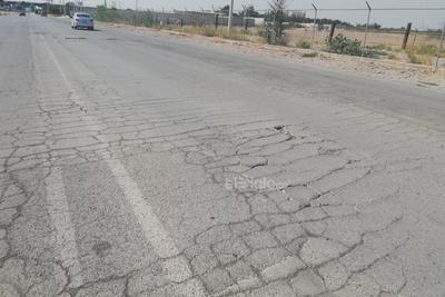 Conductores y peatones piden a las autoridades que se mejore la vialidad para evitar accidentes o averías de los vehículos.