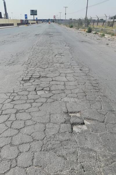 En esta vía se requiere por lo pronto, algunos señalamientos para guiar a los automovilistas y evitar accidentes, así como para asegurar el paso de los peatones.
