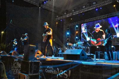 Nacho Llantada, Mauricio Sánchez, Cesáreo Castillo, 'Cholo' Lozano y Pablo González forman la banda.