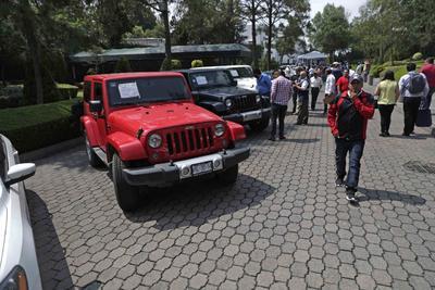 Entre los subastados hubo 10 vehículos que la FGR incautó como parte de las investigaciones del caso de fraude contra los ahorradores de Ficrea. Su venta generó una ganancia de 4 millones 92 mil 500 pesos.
